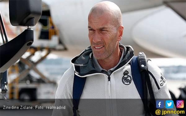 Mendadak Zinedine Zidane Tinggalkan Kamp Pelatihan Real Madrid - JPNN.com