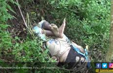 Mayat Pria Misterius itu Ditemukan dengan Kaki Menekuk - JPNN.com