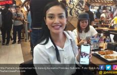 Vita Pamela, Rela Berdesak-desakan Demi Foto Bareng Prabowo, Ada Bekas Lipstik di Bajunya - JPNN.com