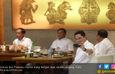 Makna Lukisan di Belakang Jokowi - Prabowo Hingga Pesan Tersirat dari Naik MRT dan Makan Sate - JPNN.com