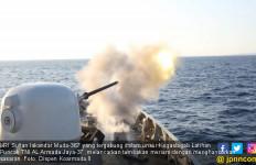DORRR….Tembakan Meriam Dari KRI SIM-367 Menghancurkan Sasaran - JPNN.com