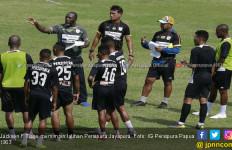 Persipura vs Madura United: Buktikan Sihirmu, Jacksen F Tiago! - JPNN.com
