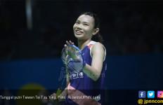 Mungkin Hanya Tai Tzu Ying yang Bisa Melakukan Gerakan Gemulai Seperti Ini - JPNN.com