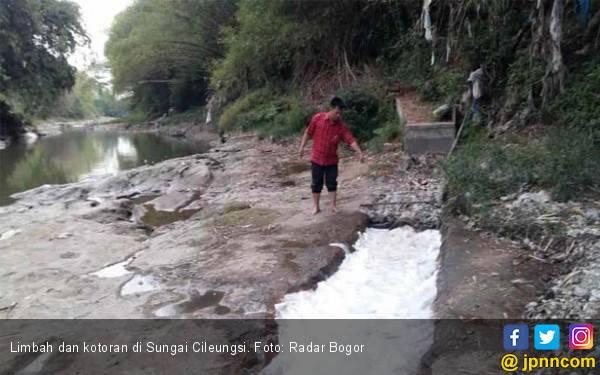 Kekeringan, Warga Terpaksa Pakai Air Sungai yang Kotor - JPNN.com