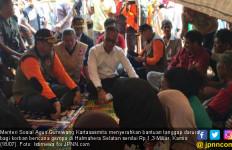 Mensos Agus Gumiwang Serahkan Rp 1,3 M untuk Korban Gempa Halmahera Selatan - JPNN.com