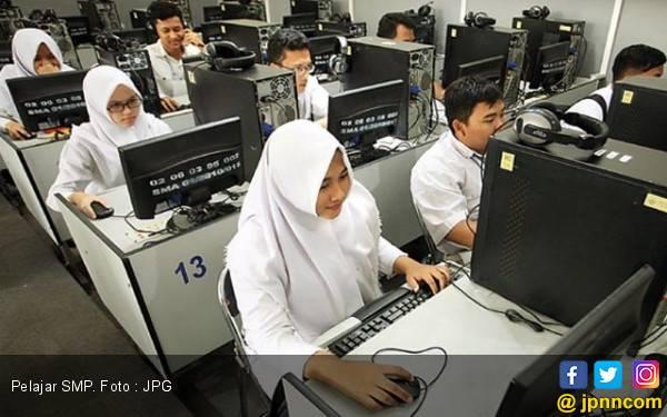 Sekolah Diminta Kembalikan Dana Pembelian Seragam yang Mahal - JPNN.com