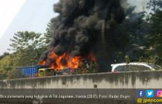 Bus Pariwisata Terbakar di Tol Jagorawi - JPNN.com
