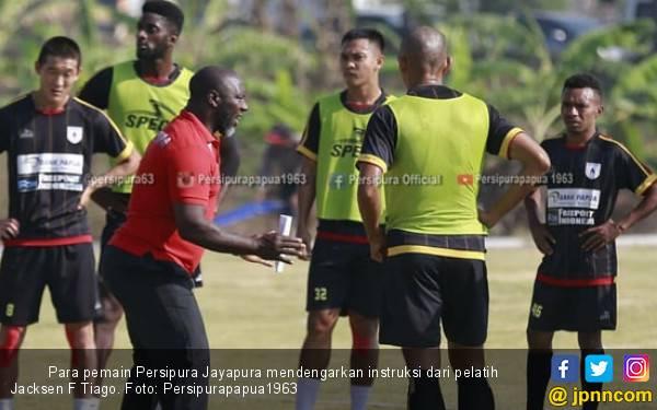 Jacksen F Tiago Bongkar Resep Bangkitkan Performa Persipura - JPNN.com