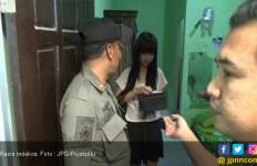 Sepasang Anak Muda Berdua di Kamar, Ditanya Surat Nikah Malah Kebingungan - JPNN.com