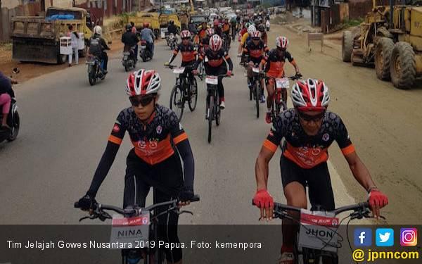 Tim Jelajah Gowes Nusantara Mulai Perjalanan Susuri Jalur Trans Papua - JPNN.com