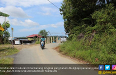 Jalan Angker, Terdengar Suara Tangisan, Perempuan Ngakak, juga Kondom Bekas - JPNN.com