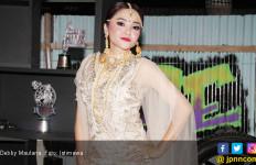 Debby Maulana Kesulitan Menyanyi Rock Dangdut - JPNN.com
