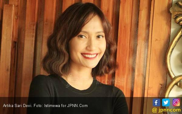 Artika Sari Devi Sering Dikagetin Suami Gegara Ini - JPNN.com