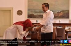 Baiq Nuril Terima Langsung Keppres Amnestinya di Depan Jokowi - JPNN.com