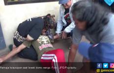 Lah, Demo Bubar Gara - gara Remaja yang Lewat Mendadak Kesurupan - JPNN.com