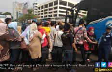 KRL Tak Beroperasi, Transjakarta dari Depok Kelimpahan Penumpang - JPNN.com