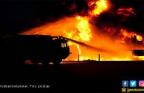 Neneng dan Keluarganya Selamat dari Kobaran Api - JPNN.com