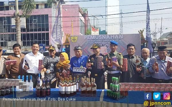 Bea Cukai Riau Amankan Jutaan Batang Rokok dan Ribuan Miras Ilegal - JPNN.com