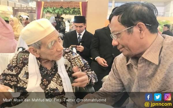 Kenangan Terakhir Mahfud MD dengan Mbah Moen, Waktu Itu Banyak yang Antre - JPNN.com