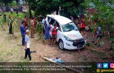 Kronologis Mobil Guru Danau Kecelakaan, Ulama Karismatik Itu Terluka - JPNN.com