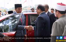 Ketika Jokowi Tumpangi Mobil yang Dikemudikan PM Mahathir - JPNN.com