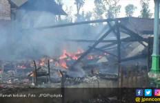 Niatnya Hanya Membakar Sampah, Eh Malah Rumah Ikut Terbakar Habis - JPNN.com
