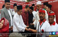 Peserta Kongres PDIP Serahkan Puluhan Hewan Kurban kepada Umat Islam di Bali - JPNN.com