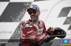 Lihat Detik-Detik Dovi Menyalip Marquez di Tikungan Terakhir MotoGP Austria - JPNN.com