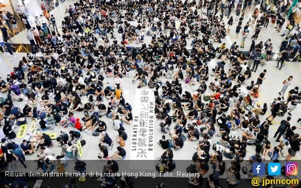 Diduduki Demonstran, Bandara Hong Kong Tutup - JPNN.com