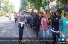 Dua Ribu Orang Serbu Pengadilan Negeri Surabaya - JPNN.com