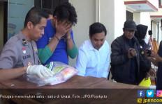 Fahri Tak Berkutik Saat Empat Poket Sabu - Sabu Ditemukan di Laci - JPNN.com