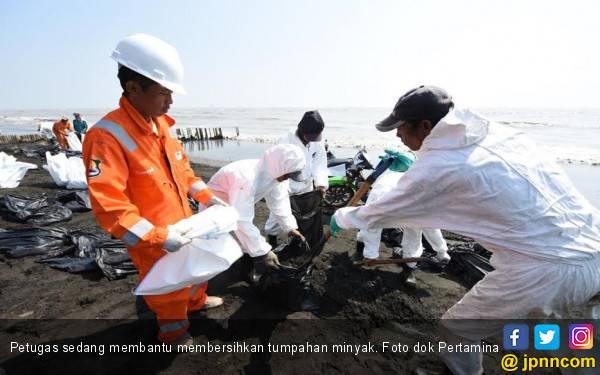 Ribuan Personel Dikerahkan untuk Bantu Menanggani Tumpahan Minyak di Karawang - JPNN.com