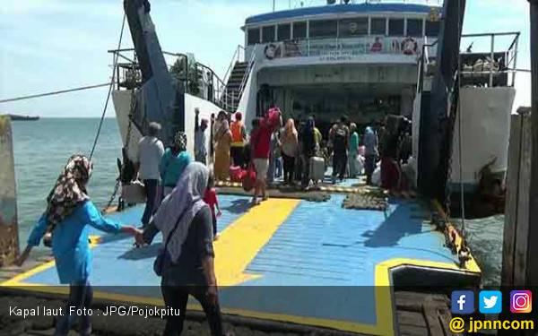 Gelombang Tinggi 2 Meter, Penyeberangan ke Madura Ditutup Sementara - JPNN.com