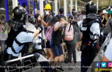 Bandara Hong Kong Kembali Beroperasi, Bercak Darah di Mana-Mana - JPNN.com