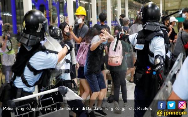 Polisi Hong Kong Kembali Gunakan Gas Air Mata untuk Redam Demonstrasi - JPNN.com