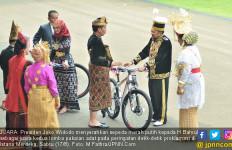 Hadiah Sepeda Merah Putih dari Pak Jokowi buat Bu Ryamizard dan Halidah - JPNN.com