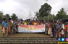 Satgas Yonif 411 Kostrad Ikrar Kesetiaan NKRI Bersama Warga Perbatasan - JPNN.com