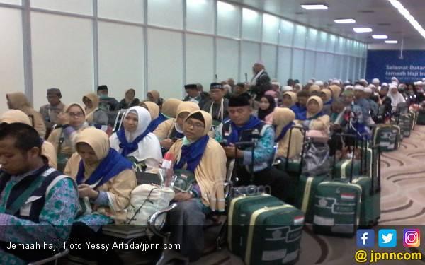 Begitu Tiba di Tanah Air, Para Jemaah Haji Langsung Dicek Suhu Tubuhnya - JPNN.com