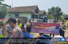 Kirim Air Bersih, Polres Serang Kerahkan Kendaraan Armor Water Canon - JPNN.com