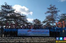 Posmat TNI AL Perigi Trengalek Gelar Aksi Membersihkan Pantai - JPNN.com