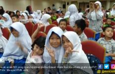 500 Anak SD Dapat Kacamata Gratis dari Universitas Terbuka - JPNN.com