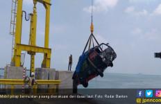 Mobil Pikap Tercebur di Pelabuhan Merak - JPNN.com