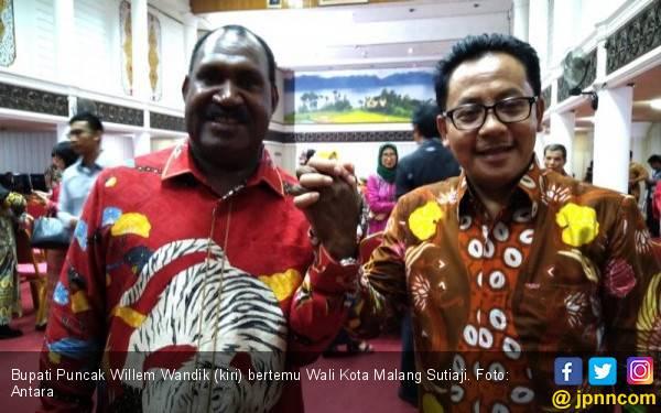 Bupati Puncak: Jangan Terprovokasi Isu Eksodus Mahasiswa Papua - JPNN.com