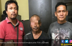 Polisi Datang, Bandar Narkoba Langsung Sembunyi di Atas Asbes - JPNN.com