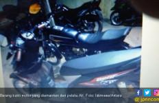 Modus AK Benar-Benar Cerdik Mencuri Motor - JPNN.com