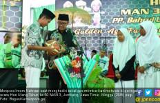 Cara Menpora Imam Nahrawi Memotivasi Siswa dan Siswi MAN 3 Jombang - JPNN.com