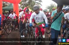 Hujan tak Surutkan Semangat Ribuan Pesepeda Ikuti Gowes Nusantara 2019 Etape Tarakan - JPNN.com
