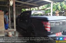 Parkir di Samping Rumah, 4 Ban Mobil Dinas Pejabat PUPR Hilang Digondol Maling - JPNN.com