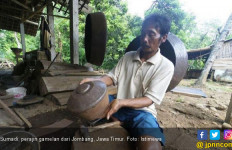 Murah, Gamelan dari Pelat Besi Seng Masih Laris Manis - JPNN.com