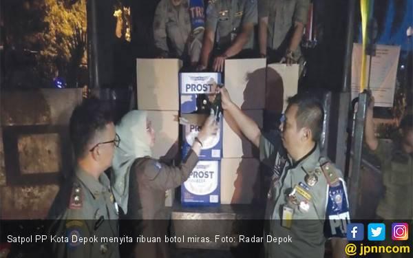 Satpol PP Kota Depok Sita 1.500 Botol Miras - JPNN.com